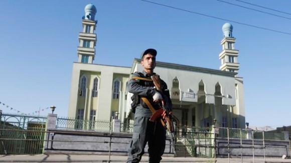 IS đánh bom liều chết vào thánh đường Hồi giáo ở Afghanistan ảnh 1