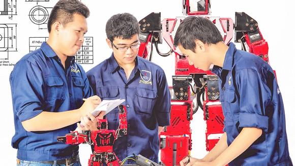 Sinh viên Trường ĐH Nguyễn Tất Thành trong giờ thực hành