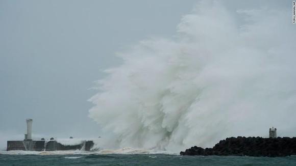 Nhật Bản tan hoang sau siêu bão Hagibis ảnh 9