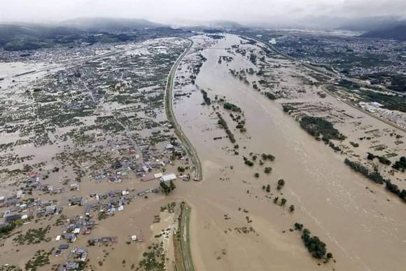 Nhật Bản tan hoang sau siêu bão Hagibis ảnh 10