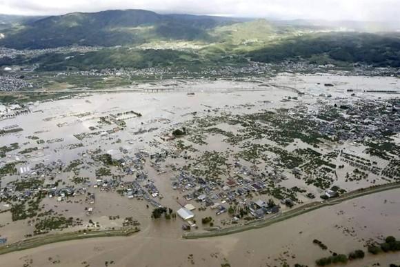 Nhật Bản tan hoang sau siêu bão Hagibis ảnh 11