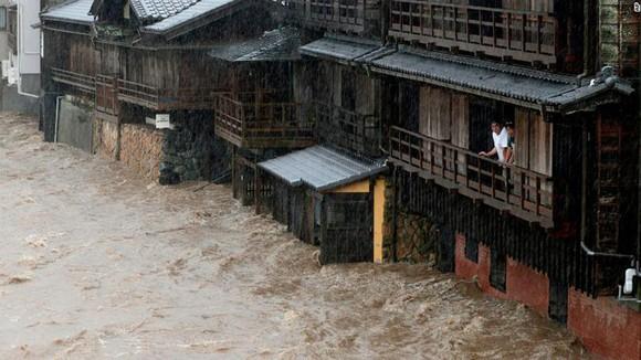 Nhật Bản tan hoang sau siêu bão Hagibis ảnh 1
