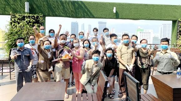 Du khách tổ chức sinh nhật trong khu cách ly tại khách sạn Vanda Đà Nẵng