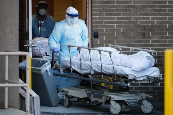 Tổng số ca nhiễm Covid-19 trên toàn cầu lên tới trên 1,4 triệu; gần 82.000 người đã tử vong ảnh 1