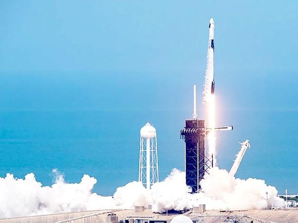 NASA, SpaceX phóng thành công tàu Crew Dragon: Kỷ nguyên mới trong hàng không vũ trụ Mỹ ảnh 1