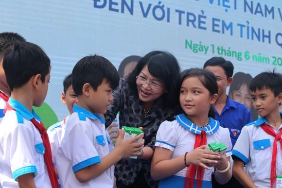 Quảng Nam, hơn 33.000 trẻ em tiếp cận chương trình sữa học đường ảnh 1