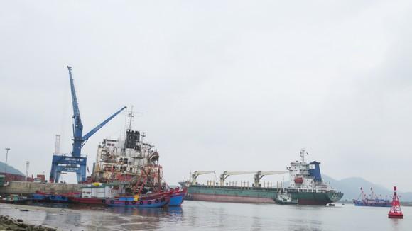 Tàu cá phải đậu nhờ tại cảng Cửa Lò
