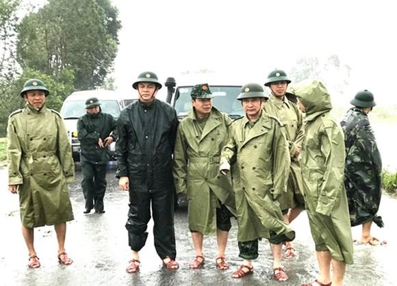 Phó Thủ tướng Trịnh Đình Dũng chỉ đạo công tác cứu hộ tại thủy điện Rào Trăng 3 ảnh 3