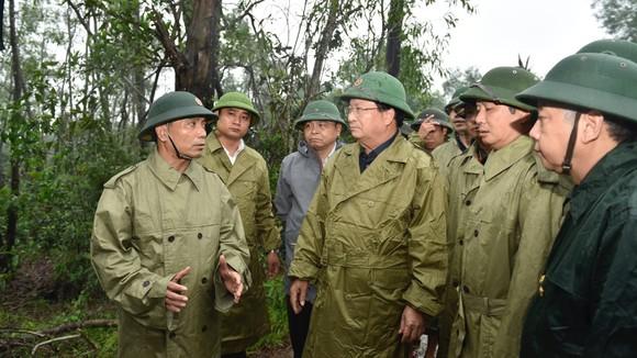 Phó Thủ tướng Trịnh Đình Dũng chỉ đạo công tác cứu hộ tại thủy điện Rào Trăng 3 ảnh 2