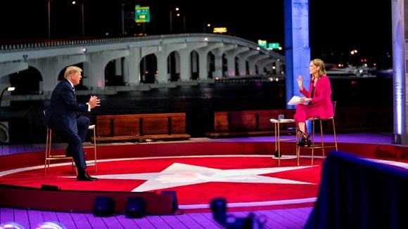 Hai ứng viên tổng thống Mỹ tiếp tục công kích nhau trên sóng truyền hình ảnh 1