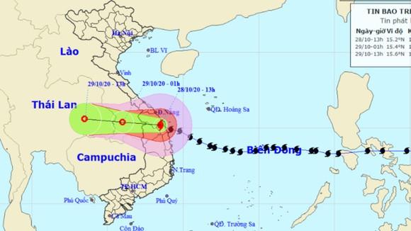 Bão số 9 càn quét các tỉnh miền Trung, hàng trăm nhà dân tốc mái ảnh 6