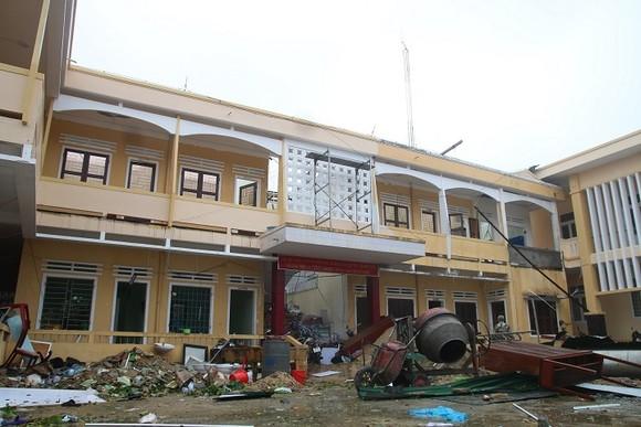 Bão số 9 càn quét các tỉnh miền Trung, hàng trăm nhà dân tốc mái ảnh 12
