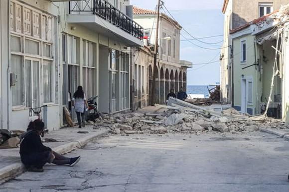 Ít nhất 22 người thiệt mạng do động đất ở Thổ Nhĩ Kỳ và Hy Lạp ảnh 16