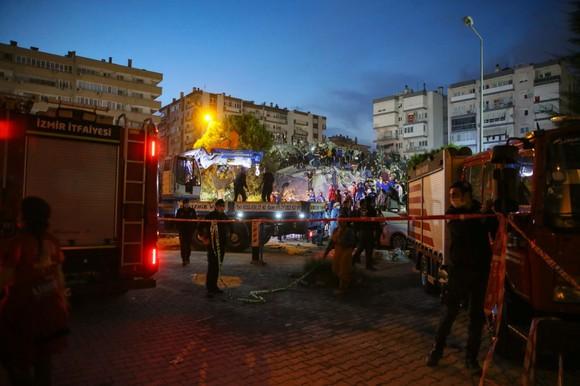 Ít nhất 22 người thiệt mạng do động đất ở Thổ Nhĩ Kỳ và Hy Lạp ảnh 19