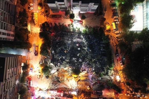 Ít nhất 22 người thiệt mạng do động đất ở Thổ Nhĩ Kỳ và Hy Lạp ảnh 11