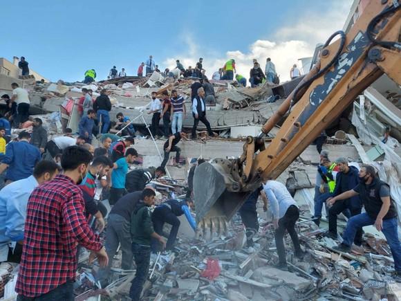 Ít nhất 22 người thiệt mạng do động đất ở Thổ Nhĩ Kỳ và Hy Lạp ảnh 12