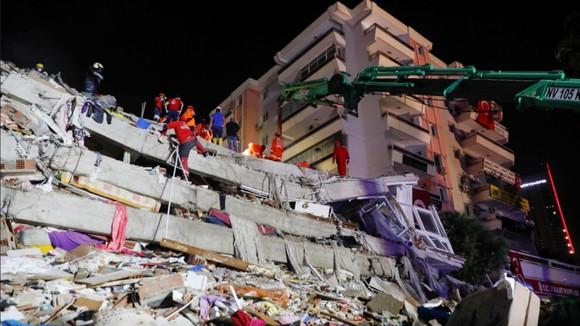 Ít nhất 22 người thiệt mạng do động đất ở Thổ Nhĩ Kỳ và Hy Lạp ảnh 5