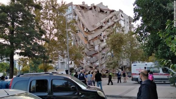 Ít nhất 22 người thiệt mạng do động đất ở Thổ Nhĩ Kỳ và Hy Lạp ảnh 2