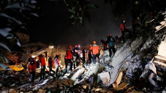 Ít nhất 22 người thiệt mạng do động đất ở Thổ Nhĩ Kỳ và Hy Lạp ảnh 8