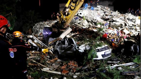 Ít nhất 22 người thiệt mạng do động đất ở Thổ Nhĩ Kỳ và Hy Lạp ảnh 9