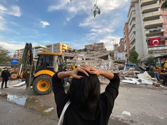 Ít nhất 22 người thiệt mạng do động đất ở Thổ Nhĩ Kỳ và Hy Lạp ảnh 10
