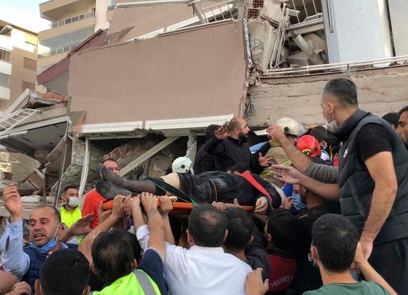 Ít nhất 22 người thiệt mạng do động đất ở Thổ Nhĩ Kỳ và Hy Lạp ảnh 15