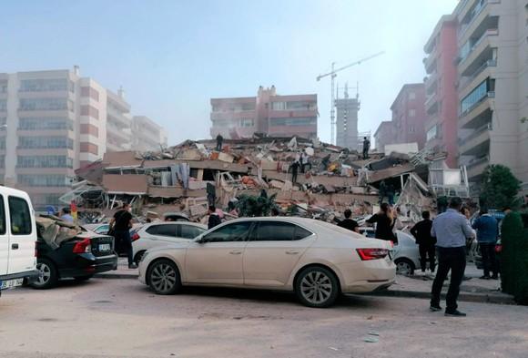 Ít nhất 22 người thiệt mạng do động đất ở Thổ Nhĩ Kỳ và Hy Lạp ảnh 17