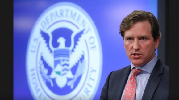 Tổng thống Mỹ sa thải Giám đốc Cơ quan An ninh mạng Chris Krebs. Ảnh: REUTERS