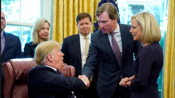 Tổng thống Mỹ sa thải Giám đốc Cơ quan An ninh mạng  ảnh 1