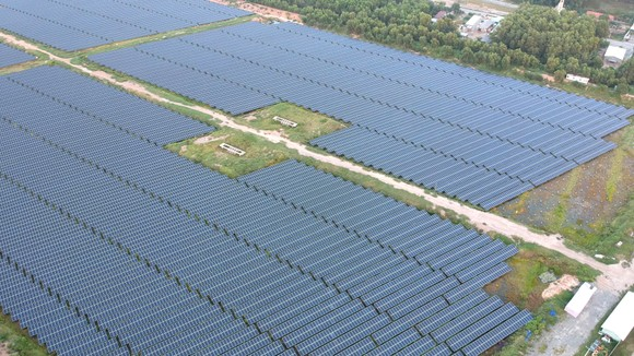 Điện mặt trời tại huyện Đức Hòa, tỉnh Long An. Ảnh: CAO THĂNG