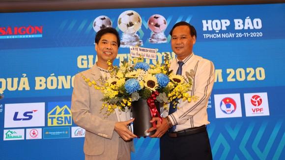 Nghệ sĩ và tình yêu với Quả bóng vàng Việt Nam ảnh 3