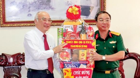 Đồng chí Phan Nguyễn Như Khuê chúc mừng năm mới Trường Đại học Trần Đại Nghĩa