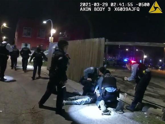 Công bố video cảnh sát Chicago bắn chết thiếu niên 13 tuổi ảnh 2
