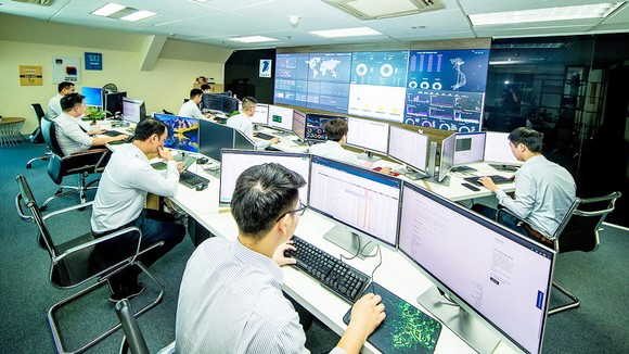 Trung tâm Điều hành SOC (Security Operation Center) của VNPT theo dõi,  xử lý các sự cố về ATTT 24/7