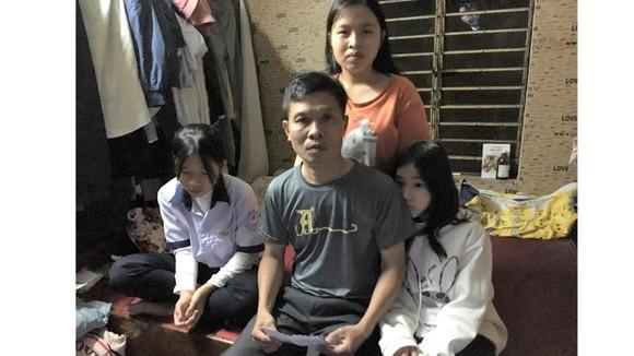 Bố bệnh nặng, 3 trẻ mồ côi mẹ khốn đốn