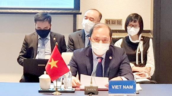 Thứ trưởng Bộ Ngoại giao Nguyễn Quốc Dũng dẫn đầu đoàn Việt Nam  tham dự Hội nghị lần thứ 19 Quan chức cao cấp ASEAN-Trung Quốc  về thực hiện Tuyên bố về ứng xử của các bên ở Biển Đông (SOM DOC). Ảnh: TTXVN