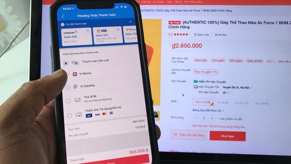 Rò rỉ thông tin khi mua hàng trực tuyến là cơ hội để tội phạm mạng đánh cắp dữ liệu cá nhân của người dùng. Ảnh: Hoàng Hùng