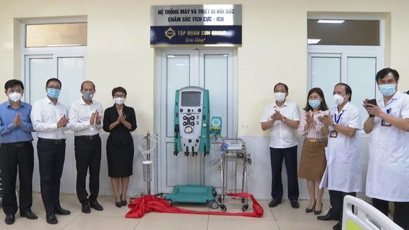 Sun Group trao tặng trang thiết bị y tế hỗ trợ điều trị Covid-19 trị giá hơn 31 tỷ đồng cho Hà Tĩnh ảnh 4