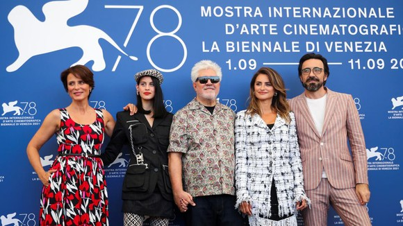 Nhiều ngôi sao đình đám có mặt trên thảm đỏ LHP Venice 2021. Ảnh: A.P