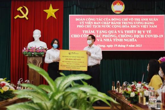 T&T Group trao tặng 140.000 bộ kit test nhanh Covid-19 và 150 tấn gạo hỗ trợ một số tỉnh phía Nam chống dịch ảnh 3