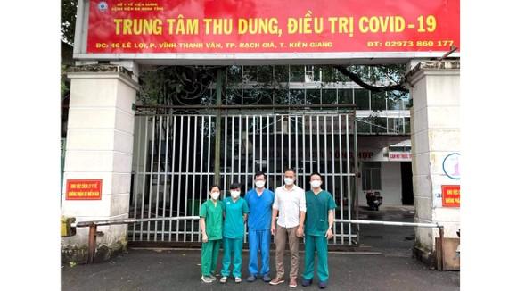 Đoàn y, bác sĩ Bệnh viện Chợ Rẫy chi viện cho Kiên Giang