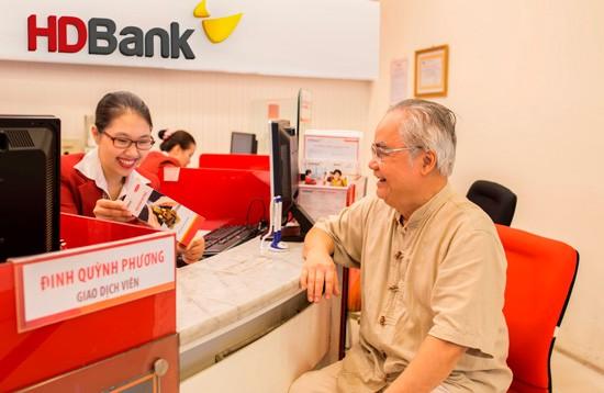 HDBank đều đặn triển khai chương trình ưu đãi gửi tiết kiệm dành cho khách hàng cao tuổi.