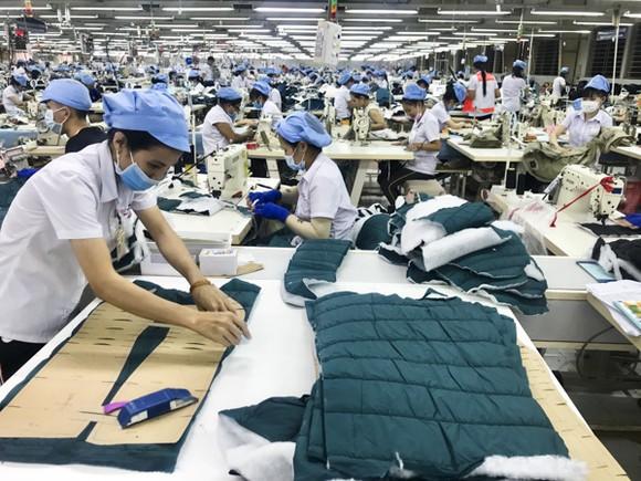 Dệt may 'chới với' giữa đại dịch, nguy cơ mất trăm tỷ vì 'khách sộp' phá sản