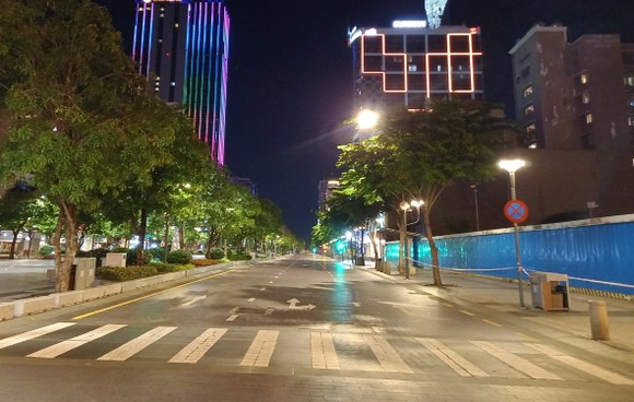 Từ 26-7, người dân TPHCM nghiêm túc thực hiện quy định không ra đường sau 18h. Ảnh: Báo tin tức