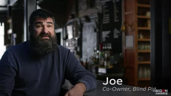 Joe Malcoun được Chiến dịch Biden quảng cáo là đồng sở hữu Blind Bar.