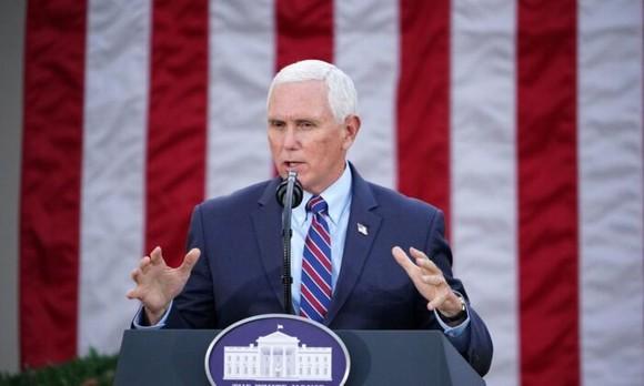 Phó Tổng thống Mike Pence trong Vườn Hồng của Nhà Trắng ở Washington vào ngày 13 tháng 11 năm 2020. (Mandel Ngan / AFP qua Getty Images)