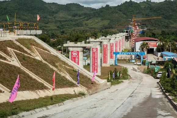 Tuyến đường sắt Trung Quốc-Lào là một trong những dự án liên quan đến các cáo buộc nhân quyền trong một báo cáo mới. Ảnh: Bloomberg