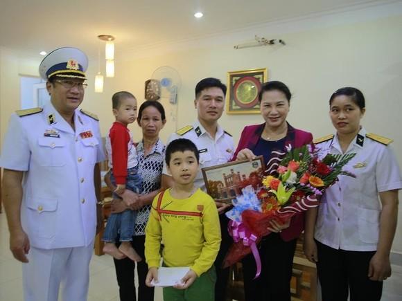 Chủ tịch Quốc hội Nguyễn Thị Kim Ngân  thăm các đơn vị hải quân  ảnh 2