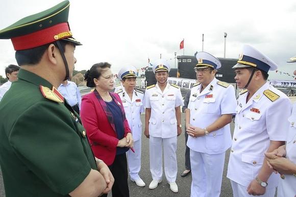 Chủ tịch Quốc hội Nguyễn Thị Kim Ngân  thăm các đơn vị hải quân  ảnh 1