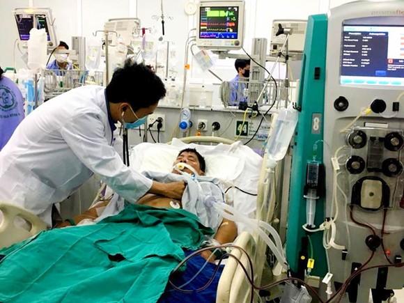 Một bệnh nhân bị ngộ độc Paraquat đang được điều trị tại Trung tâm Chống độc, Bệnh viện Bạch Mai